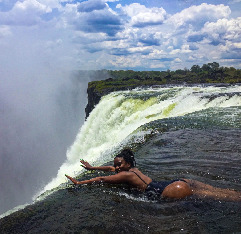 Devil's Pool: How the Famous Picture Over the Edge of The Waterfall is Taken